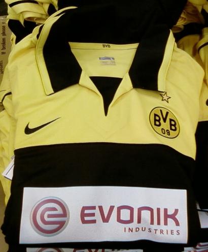 BVB-Trikot mit Evonik-Werbung